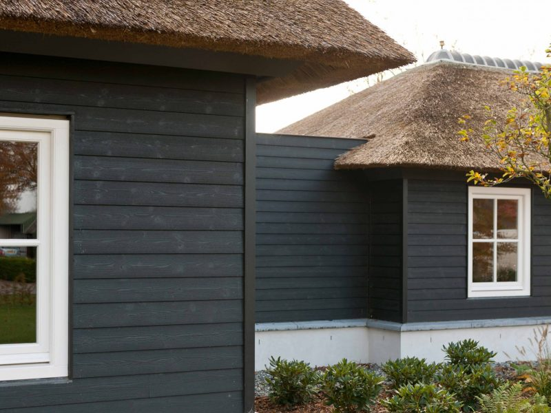 Thermory_Painted-cladding-Bevel-siding-black,-Holland-min